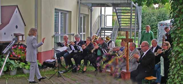 Posauenchor beim Gartenfest