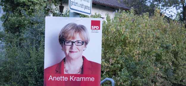 Anette Kramme lächelt vom Plakat