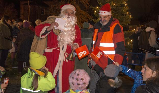 Der Nikolaus am Schlossplatz in Heinersreuth