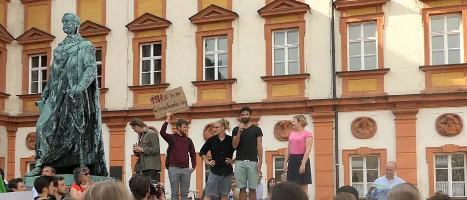 Demo gegen PAG vor dem Finanzamt mit Katharina Schulze (Grüne)