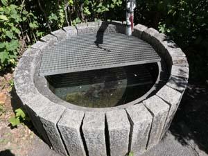 Wasserbehälter am Friedhof
